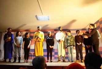 عرض مسرحية «القديم لا تفرط فيه» لفائدة تلاميذ القسم الداخلي بالثانوية التأهيلية الإمام الشاذلي
