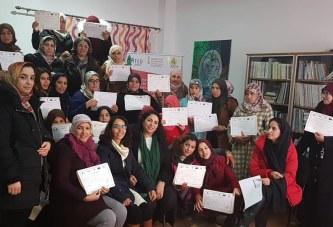 توزيع الشواهد على النساء المستفيدات من تكوينات في الإعلاميات والطبخ وصناعة الحلويات